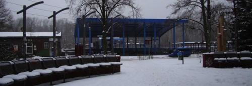 Vor dem Bahnhof Neuenhagen
