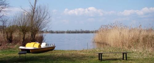 Uferplatz in Göttin
