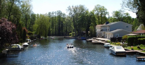 Mondäner Kanalblick in Neu-Venedig