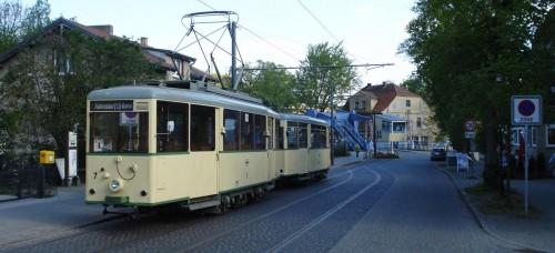 Historische Straßenbahnwagen vor der Woltersdorfer Schleuse