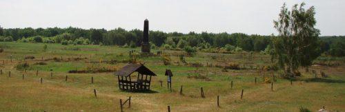 Obelisk an der weiten Freifläche