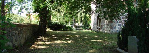 Westbank am Kirchhof von Bruchhagen