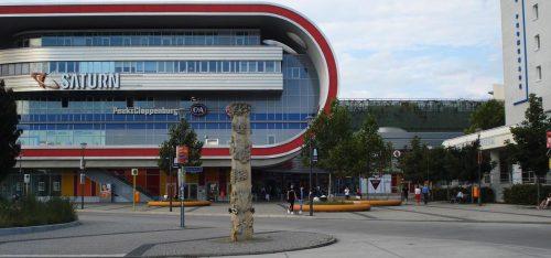 Das Tor zum Osten, gesehen vom Straßenbahnsteig