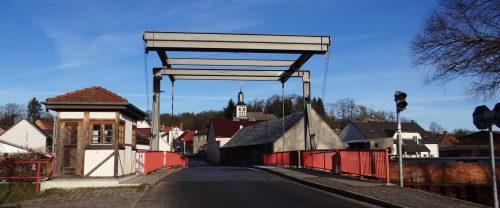 Zugbrücke und Kirche in Niederfinow